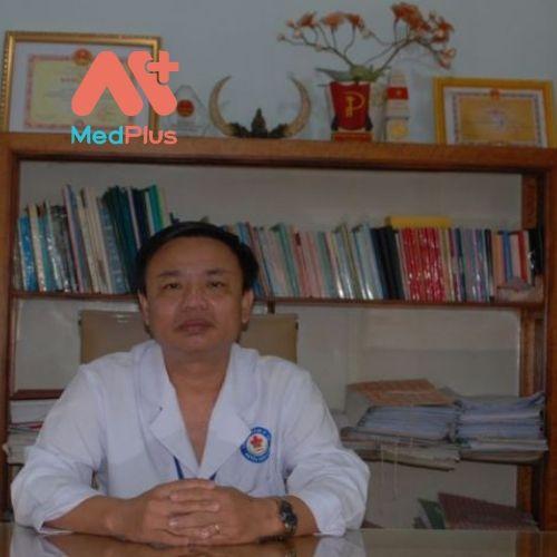 Bác sĩ tại TTYT huyện Tánh Linh