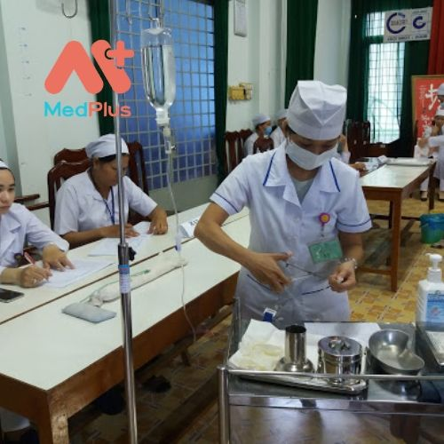 Các bác sĩ, y sĩ tại TTYT huyện Thoại Sơn