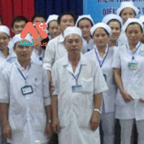 Các y, bác sĩ tại TTYT huyện Vạn Ninh