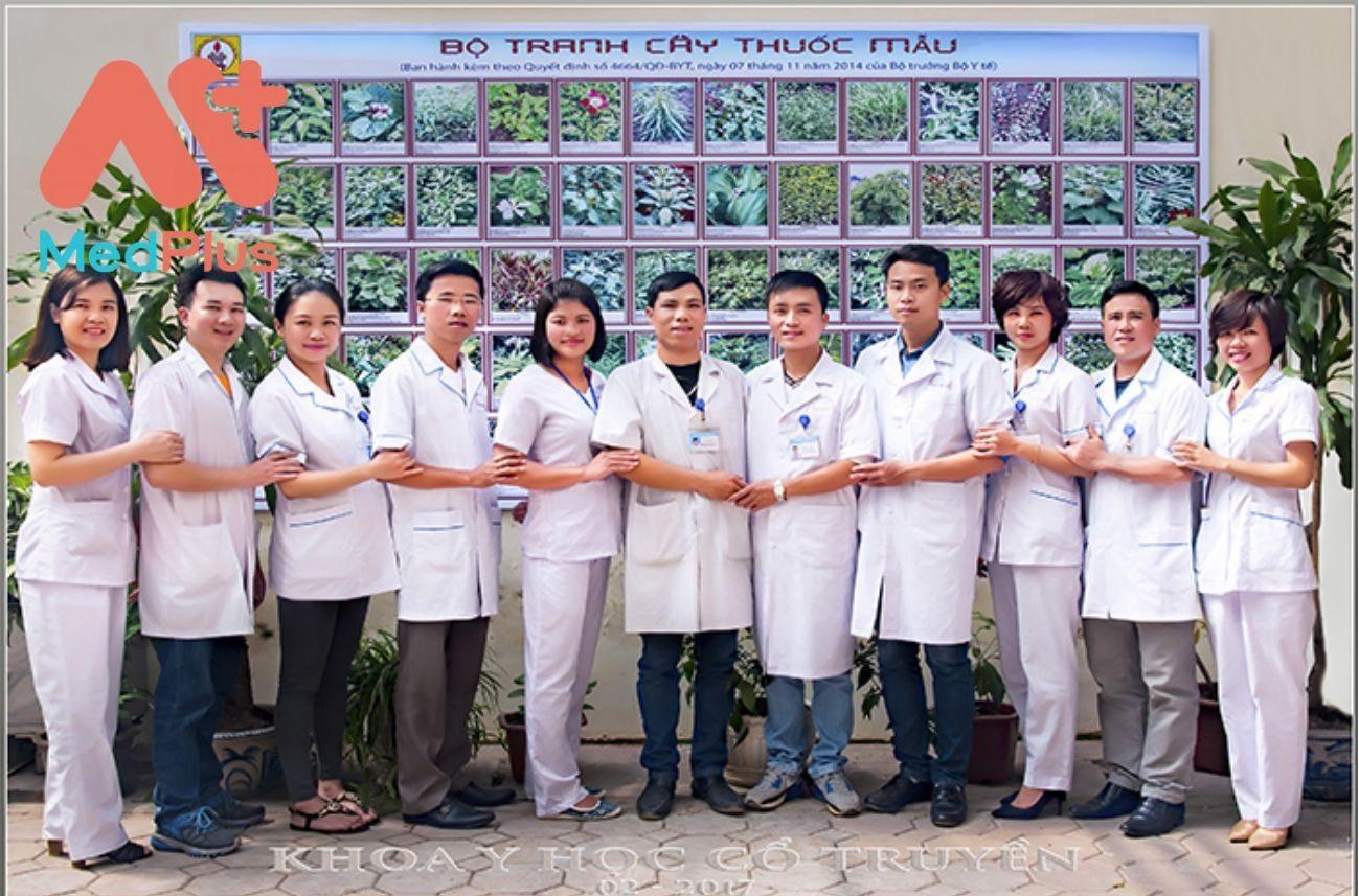 Đội ngũ y bác sĩ Khoa YHCT