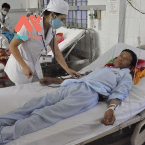 TTYT huyện Hoài Ân chăm sóc bệnh nhân rất là chu đáo và tận tình